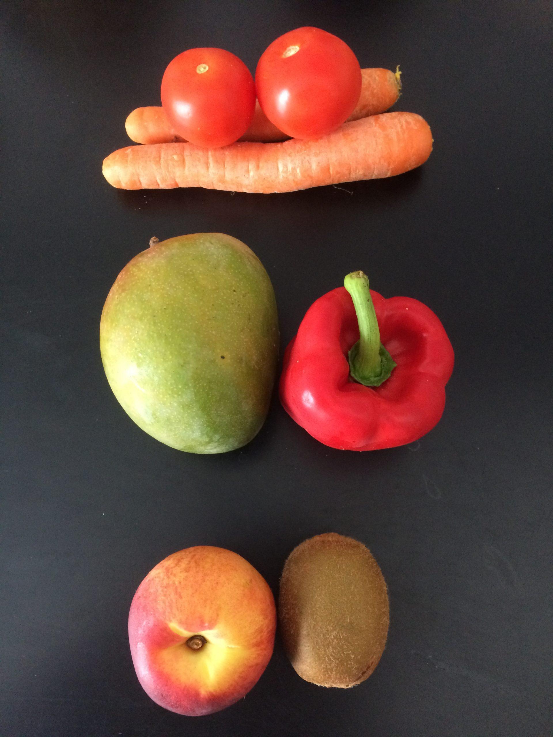 l'image présente l'activité de coach alimentaire bordeaux de mélodie boullet kiup avec des fruits et légumes